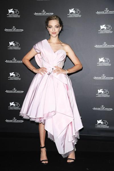 AMANDA SEYFRIED - L'actrice portait une robe de princesse des temps modernes signée Alexander McQueen quand elle s'est présentée au prestigieux dîner de gala organisé par l'entreprise d'horlogerie suisse Jaeger-LeCoultre.