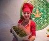 Comme l'explique Natalia Revelant, tout de la plante peut être cuisiné. Par exemple, la racine, la tige et les feuilles peuvent servir dans des salades, accompagner une viande ou être incorporées dans des jus et même des desserts.