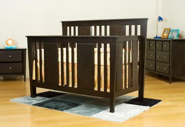 Avec sa nouvelle collection Avatar, l'Ontarienne Cara Mia Furniture allie le contemporain à une touche subtile de style Art Déco. Ce lit évolutif est proposé en deux finis non toxiques, sans plomb : thé foncé et ardoise.