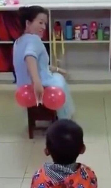 Image principale de l'article Une prof enseigne comment s'essuyer les fesses