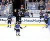 Les joueurs des Blues de St. Louis étaient consternés quelques instants après la confirmation du but vainqueur d'Erik Karlsson, mercredi soir.