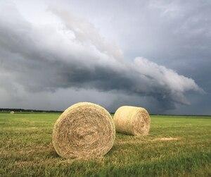 Des orages particulièrement bien structurés ont donné lieu à des scènes saisissantes comme ici, à Bécancour.
