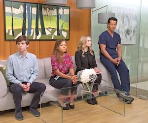 Shaun, Claire et Morgan (Freddie Highmore, Antonia Thomas et Fiona Gubelmann) attendent leur rencontre avec le Dr Andrews, le nouveau président de l'hôpital.