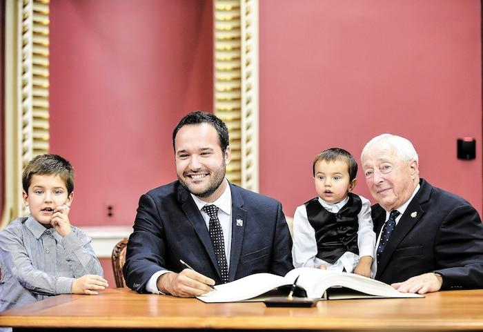 Le nouveau ministre de la Famille, Mathieu Lacombe, a certainement un regard bien personnel sur l'importance de la famille.