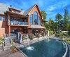 Cette maison, située au bord du lac Saint-Joseph, a été mise en vente pour 7,8 millions $ au printemps dernier.