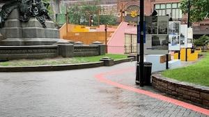 Un chemin de briques roses à suivre à Montréal
