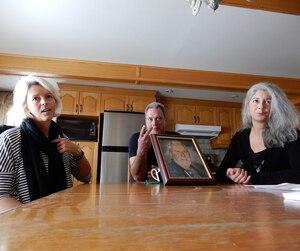 Ève, Patrice et Sylviane, trois des quatre enfants de Georges Monchamp, n'en reviennent toujours pas, trois ans après sa mort, que sa conjointe se soit poussée après avoir vidé son compte bancaire.