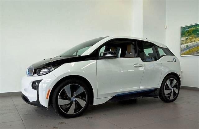 Prenez un instant pour admirer l'intérieur très « design » de cette BMW. Magnifique ! Cliquez ici pour voir l'annonce.
