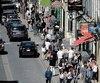 La rue St-Jean reprend vie dans le Vieux-Québec une fois la menace des manifestations écartée.