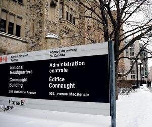 Le siège social de l'Agence du revenu du Canada à Ottawa. Le nombre de plaintes qu'elle a reçues deCanadiens frustrés par la qualité de ses services a presquedoublé depuis 2010-2011, passant de 2482 à 4587.