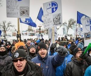 Les quelque 1000 travailleurs de l'aluminerie de Bécancour sont en lock-out depuis le 11 janvier dernier.