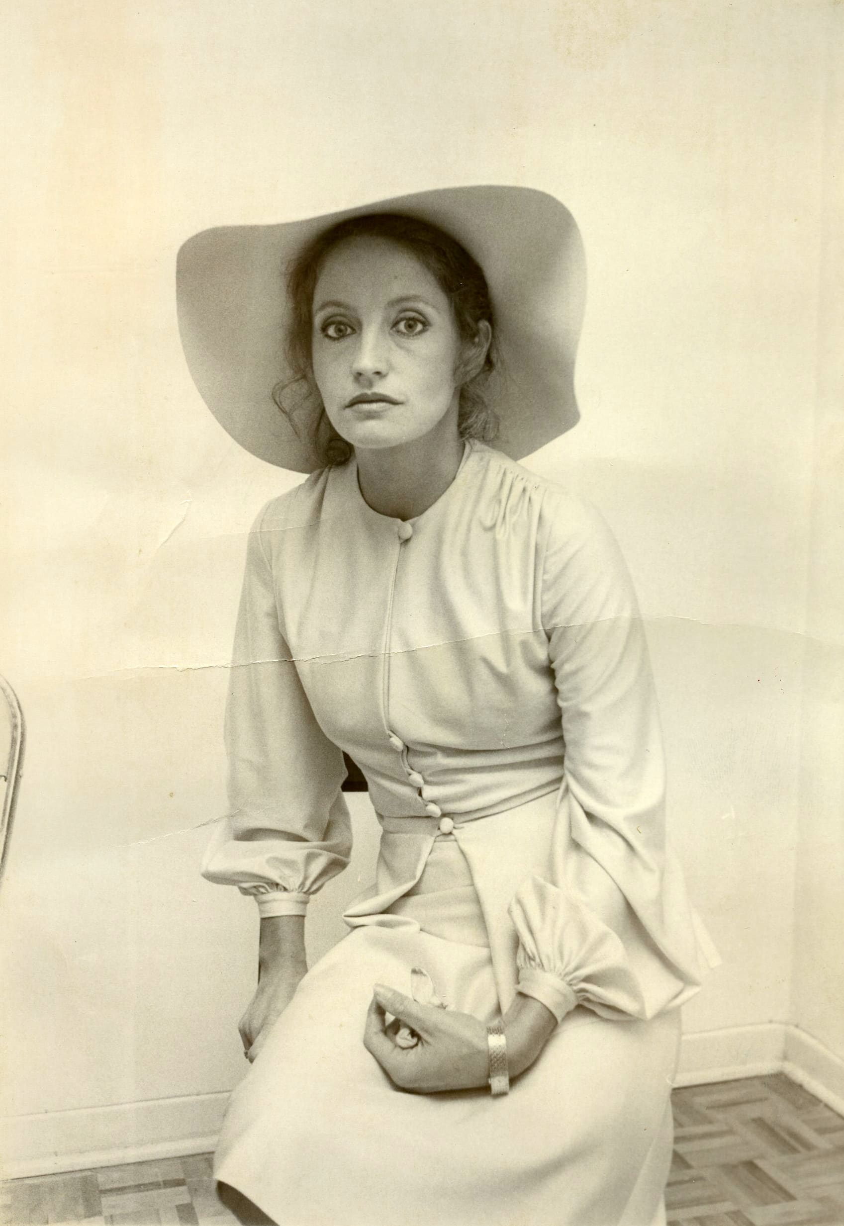 Discussion on this topic: Elizabeth Harrower (actress), chanidapa-pongsilpipat/