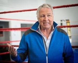 Le promoteur Yvon Michel a dit ne pas connaître les motards assis derrière lui lors de son gala de boxe du 20 septembre au centre Pierre-Charbonneau, à Montréal.
