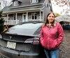 Martine Grenier, de Saint-Colomban, et Jacques Coulombe, de Mille-Isles, planifiaient leurs déplacements en fonction des bornes de recharges accessibles pour leurs véhicules à batterie dimanche en raison des pannes d'électricité.
