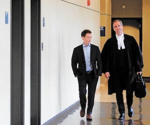 Jonathan-Yan Perreault, ici avec son avocat, Me Olivier Morin, vendredi, au palais de justice de Saint-Jérôme, a plaidé coupable aux accusations de conduite avec facultés affaiblies.