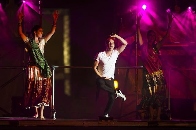Les films, la danse et l'humour ont été les ingrédients gagnants du spectacle de l'humoriste Rachid Badouri sur la scène Vidéotron de la place des Festivals, samedi.