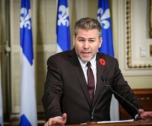 «Je ne l'ai jamais évoqué jusqu'à maintenant, mais le patron de la Sûreté du Québec (Martin Prud'homme) est le gendre de M. (Robert) Lafrenière », a déclaré le porte-parole péquiste en matière de Sécurité publique, Pascal Bérubé.