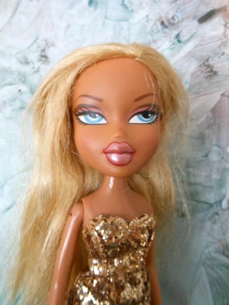 Une Beloeilloise, Lizette Flores, modifie des vieilles poupées pour les rendre moins sexy.Une poupée Bratz avant d'être modifiée par Lizette Flores.