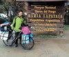 Le cycliste chinois Yu Yang lors d'un arrêt à la Terre de feu, en Argentine, dans le cadre de son périple autour du monde.