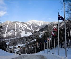 À Lake Placid, des investissements seront nécessaires dans les installations de Whiteface Mountain, pour les mettre à niveau, dans l'éventualité de la tenue des Jeux d'hiver en collaboration avec Québec.