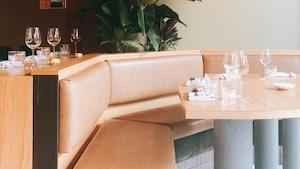 Image principale de l'article Un bar à vins et desserts a ouvert à Montréal