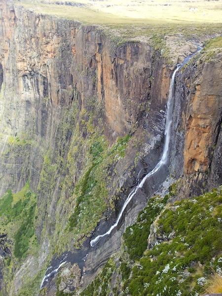Les chutes de la Tugela plongent de quelque 950 mètres dans une série de cinq cascades successives.