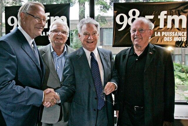 La derniere emission de radio de Gilles Proulx sur les ondes du 98,5 FM, la station Corus, le 11 juillet 2008. Sur la photo, le maire de Montréal, Gérald Tremblay, l'animateur Jacques Proulx et Bernard Landry.