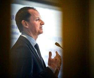Les contribuables devront être patients et attendre avant de profiter de baisses d'impôt, a souligné le ministre des Finances Éric Girard. Il présentait lundi son budget devant la Chambre de commerce et d'industrie de Québec.