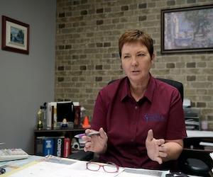 La directrice générale de Quali-Tech, Sylvie Cournoyer, doit ralentir sa croissance par manque de main-d'œuvre.