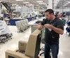 La direction de Bombardier a confirmé vendredi à Pointe-Claire l'embauche de 1000 travailleurs au cours des 18 prochains mois