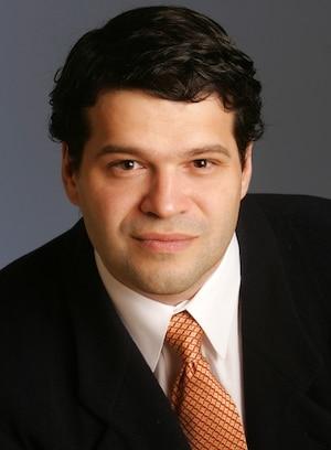 Luc Dupont, professeur.