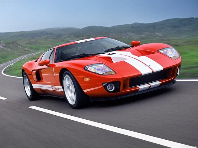 La Ford GT porte ce nom puisque l'appellation «GT40» appartenait à Safir Engineering au moment de la commercialisation en 2005.