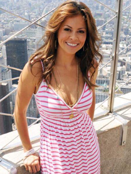 Membre de la distribution de la téléréalité Dancing with the Stars, Brooke Burke s'est prêtée au jeu de la nudité en mai 2001 et en novembre 2004.
