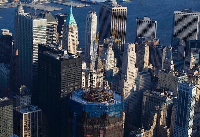 The under-construction One World Trade Center stands over New York's Manhattan skyline on August 24, 2011. New York will mark the 10th anniversary of the attacks on the World Trade Center with ceremonies on September 11.  REUTERS/Lucas Jackson (UNITED STATES - Tags: CITYSCAPE ANNIVERSARY)