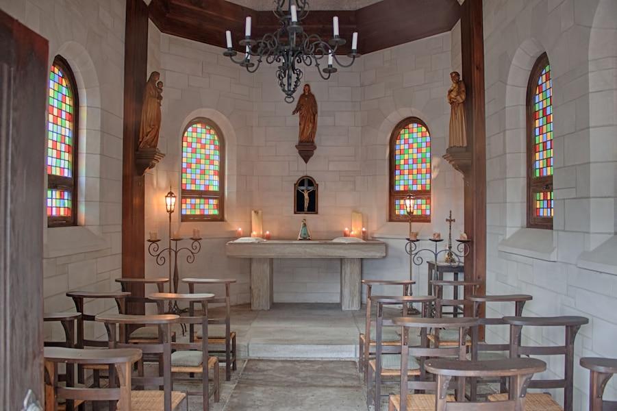 L'intérieur de la chapelle, baptisée Notre-Dame-de-Valmont.