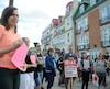 Les participants au rassemblement de mercredi devant le consulat général des États-Unis tenaient à dénoncer l'extrême droite raciste, qui «est assez à l'aise de montrer ses opinions», selon une manifestante.