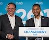 Le chef de la Coalition avenir Québec, François Legault, en compagnie du candidat Lionel Carmant