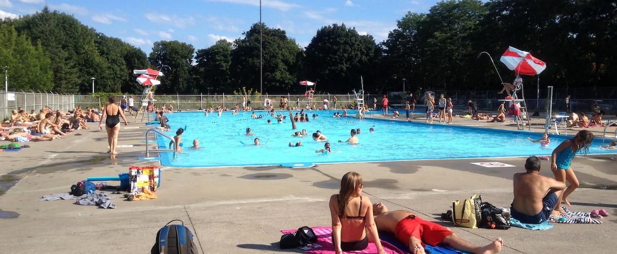 Plusieurs utilisateurs des piscines sont d us jdm - Piscine maisonneuve montreal quebec rouen ...