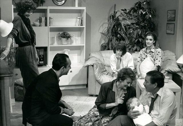 1989 - Valérie Gagné, Marie-Soleil Tougas,  Anne Bédard, Marcel Leboeuf,  Louisette Dussault et Michel Daigle.