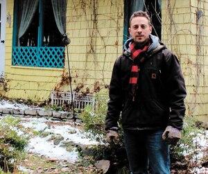 Thierry Boutin a mis son condo de Québec à vendre pour s'installer sur la terre à bois de son grand-père, où il compte se construire une petite habitation durable.
