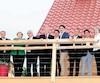 Les leaders politiques avaient une vue du fleuve à partir du balcon du chalet.