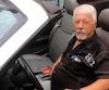 Roger Fleury, 71ans, que l'on voit ici dans sa Dodge Sebring décapotable a été trouvé sans vie mercredi soir à côté d'un autre véhicule, à Charlemagne, dans Lanaudière.