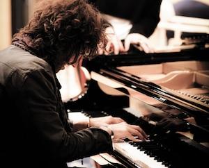 Stephan Moccio, ici en studio avec Céline Dion, compte lancer un album instrumental de piano en 2020.