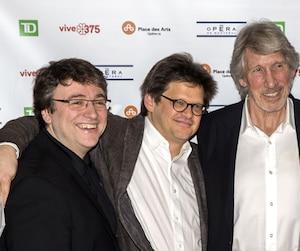 Roger Waters (au centre) entouré du metteur en scène Dominic Champagne (à sa gauche), Michel Beaulac, directeur artistique à l'Opéra de Montréal, et du maire Denis Coderre, entre autres.
