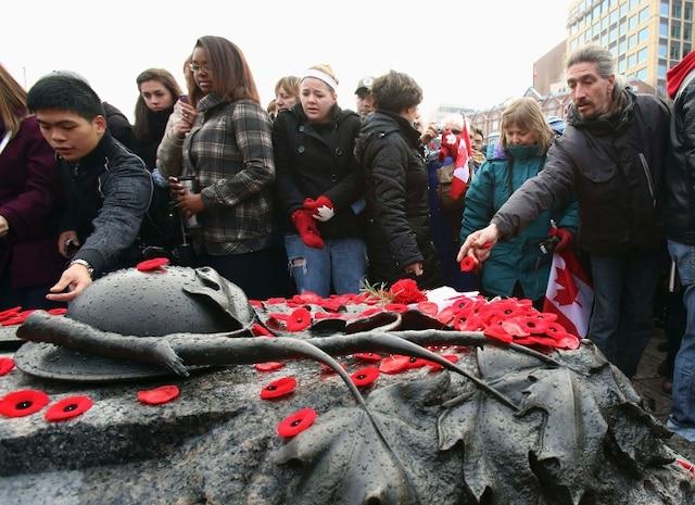 Plusieurs centaines de personnes se sont déplacées pour assister au traditionnel jour du Souvenir, à Ottawa.