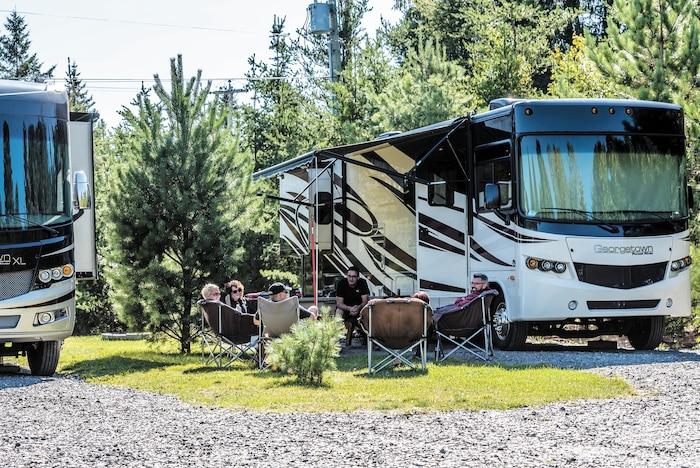 Le camping demeure avant tout un mode de vie permettant de socialiser et de vivre en nature tout en profitant du confort des équipements choisis.