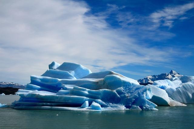 Croisière gastronomique exclusive de deux jours et demi sur le Lago Argentino, en Patagonie argentine, à bord du catamaran Santa Cruz.