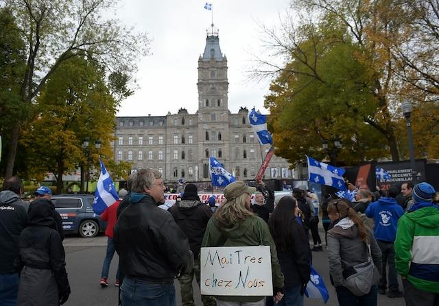La manifestation s'est terminée devant l'Assemblée nationale, où une remorque munie d'un système de son diffusait de la musique québécoise.