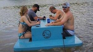 Cette table de pique-nique flottante est PARFAITE