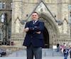 L'ancien combattant montréalaisJordie Yeo,blessé au combat dans les années 1990, a manifesté devant le Parlement d'Ottawa en juillet pour que soit rétablie la pension à vie pour les militaires invalides, ce qui a finalement été annoncé pour 2019.